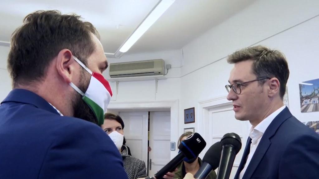 A riporter: Orbán megbuktatása érdekében külföldi ügynökök is segíteni fogják az ellenzéket 2022-ben