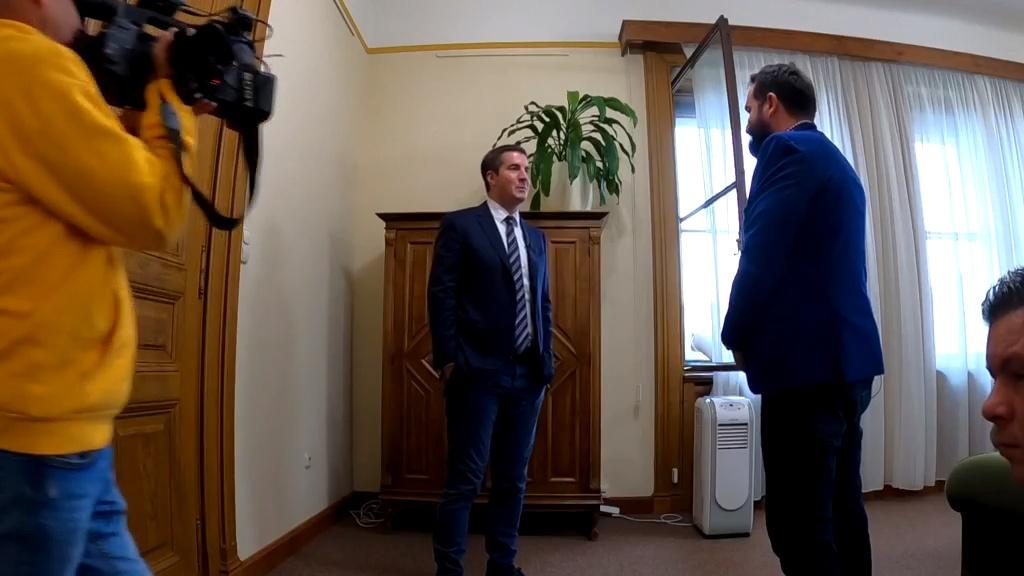 Kocsis Máté A riporternek: Jakab Péter bujkál, és nincs gerince a sajátjai szemébe nézni
