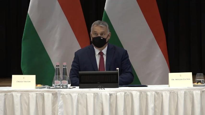 Orbán Viktor: A kormány megkezdi a 13. havi nyugdíj visszaépítését