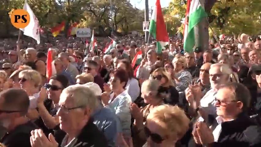 Salvini Rómában tüntetett, a magyarok Bayer Zsolttal Budapesten 2019-ben