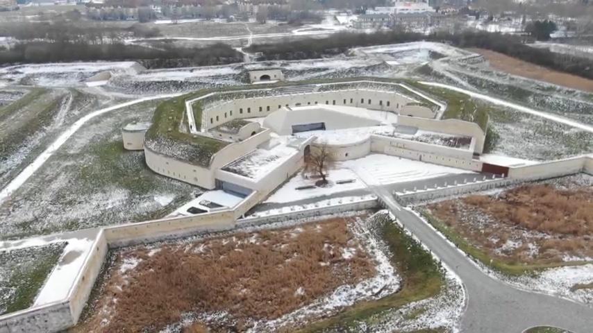 A kultúra erődje - Szoborgyűjteményt véd a felújított Komáromi Csillagerőd (PS-VIDEÓ)