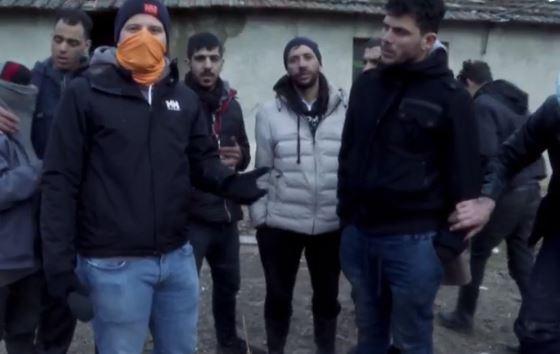Illegális bevándorlók ezrei akarnak betörni Magyarországra - a déli határnál járt A Riporter